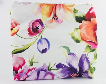 Floral Foldover Clutch // Handmade // Spring colors // Perfect for Graduation or a Wedding Accessory