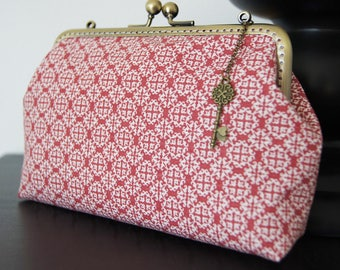 Purse with 15 cm metal frame