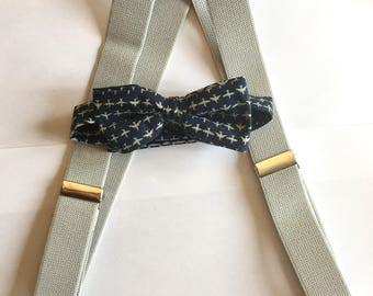 Boys Bow Tie and Suspender Set, Toddler Bow Tie, Baby Bow Tie, Toddler Suspenders, Baby Suspenders, Airplane Bow tie, Gray Suspenders