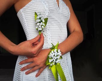 White wrist corsage // Prom silk corsage / Silk prom bouquet / Lily of the valley corsage / Corsage and boutonniere / Bridal flower bracelet