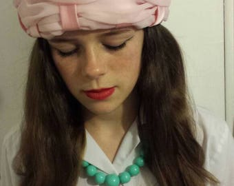 Vintage baby pink hat with bow