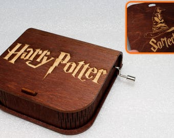 "Harry Potter - Engraved Wooden Music Box - ""Harry's Wondrous World"" - Sorted Hat Hogwarts - Hand Crank Movement"