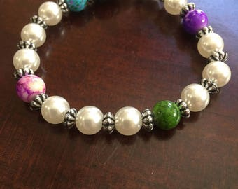 Delicate pearl bracelet with colorful accent beads