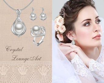 Crystal Bridal Pearl Set. Bridesmaids Necklace, Crystal Pendant, Wedding Jewellery