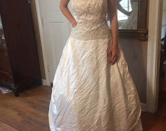 Jim Hjelm Custom Made Embroidered Wedding Gown. Size 8