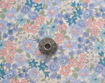 FAT EIGHTH Floral Japanese Cotton Print Fabric from Sevenberry | Small scale ditsy floral quilting cotton fabric.