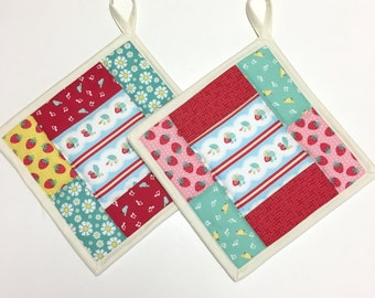 Potholders set of 2 Quilted Strawberries  Kitchen Cooking Hotpads Patchwork