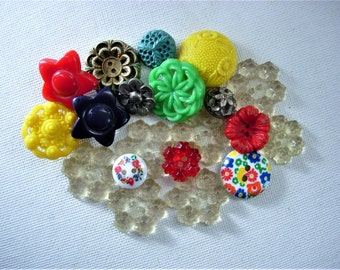 Sweet Lot of Various Vintage Plastic Flower Designed Buttons