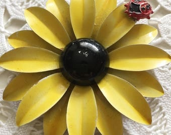 Retro Vintage Enamel Yellow Daisy Mod Flower with Ladybug Brooch Pin Lapel