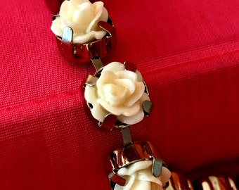 Vintage creamy white lucite roses choker necklace