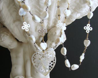 Baroque Freshwater Pearls Carved Mother of Pearl Queen Bee Heart Necklace - Quenby Necklace