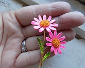 FREE SHIPPING Vintage Hot Pink Daisy Flower Floral Enamel Brooch Pin