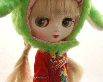 Middie blythe animal hat with fur chin strap - grass green sheep (long ears)