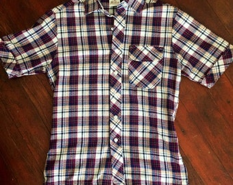 Vintage womens/mens 1970's short sleeve plaid button up shirt. Size Small