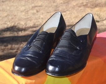 vintage 90s women's shoes ROS HOMMERSON navy blue leather heels button loafers 8.5 wide edwardian