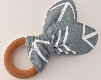 Natural Wooden Teething Ring in Gray Arrow