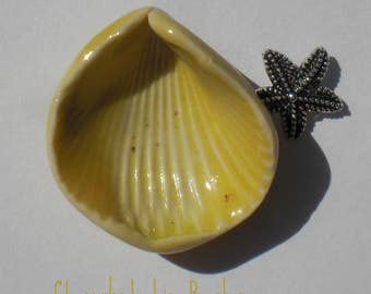 Speckled Lemon Chiffon Porcelain Shell Pendant