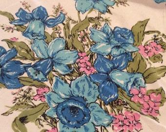 "Cutter Vintage Blue Floral Table Cloth 32"" X 35"" TB21"