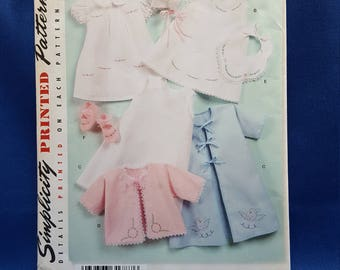 Simplicity 2900, printed sewing pattern, babies layette, sizes XX-Small to Large