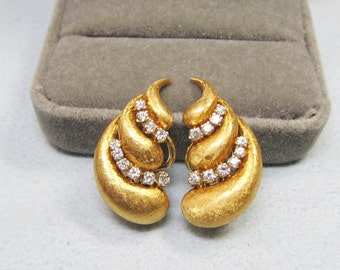 18Kt Yellow Gold and Diamond Stylish Earrings