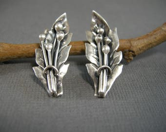 vintage sterling silver pierced post earrings, old silver earrings from Mexico, leaf, botanical, old fashioned, classic