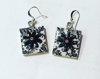 Scrabble Tile Earrings - Black Toile Floral Earrings - Scrabble Tile Earrings - Teacher Gift Mothers Day Birthday Gift