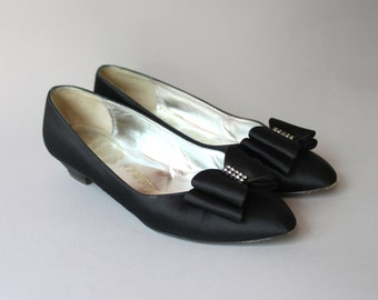 1960s Shoes / Vintage 60s Black Satin Bow Shoes / 60s Delman Holiday Bow Shoes