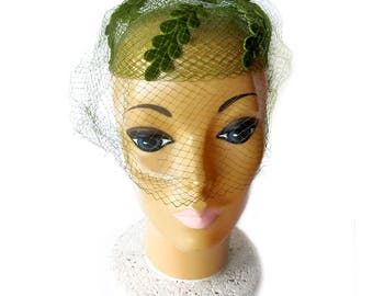 Vintage 1950s Net Hat with Green Felt Oak Leaves, Bow and Veil / Rockabilly Style / Pillbox Hat / Vintage Bride or Bridesmaid / VLV