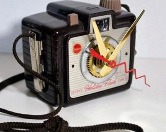 1950's Kodak brownie camera clock vintage wall hanging photographer photo film collector