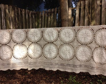 Antique Heirloom 1900s Hand Crotched Fine Embroidery Table Cloth