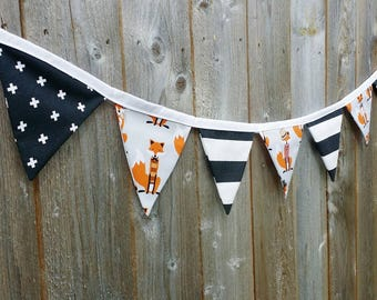 Fox and the Houndstooth Bunting