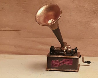 Dollhouse old gramophone