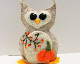Autumn felt owl- stuffed Autumn wee feltie owlet in heathered oatmeal and winter white, with appliqued pumpkin and embroidered berries