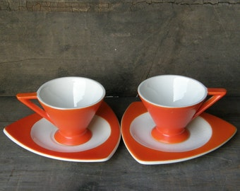 Pair of Fab 1930s Demitasse: Set of 2 Each Atomic Art Deco Salem Streamline Cups & Tricorne Saucers in Mandarin Orange
