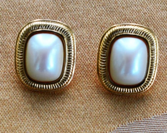 "Classic Vintage Faux Pearl, Gold tone Pierced Earrings, ""Richelieu"" (AK4)"
