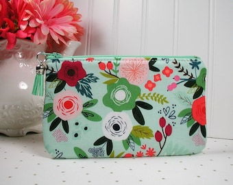 Small Zipper Pouch, Zipper Purse, Planner Pouch, Journal Pouch.. On Trend Floral in Mint