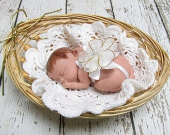 """Brown Haired 3.5"""" Baby in Basket"""