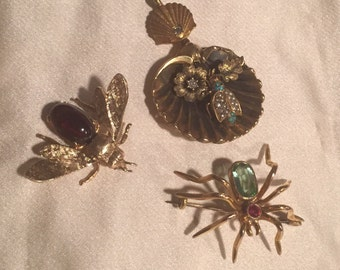 Bee Brooch 14k Yellow Gold with Garnet Body