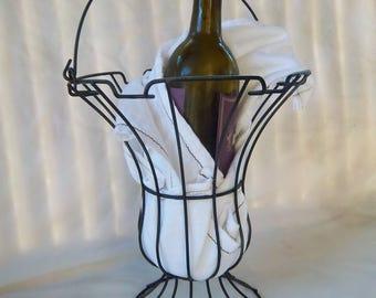 Vintage Wine Wire Serving Basket Vintage Centerpiece Basket Display Made in USA Vintage Painted Black Wine Serving Basket Vintage Home Decor