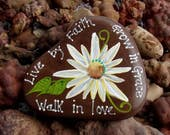 Hand painted Idaho River Rock-Paper Weight-White & Yellow Daisy, Scripture Verse, Live by Faith, Grow in Grace, Walk in Love, Acrylic Orig