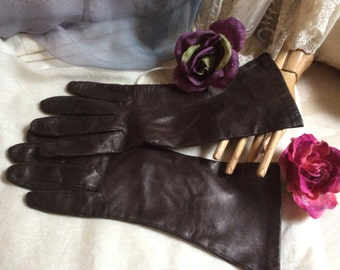 Vintage dark brown leather above wrist gloves, Classique high brown leather gloves, made Italy brown leather sz 8 gloves, woman's 8 gloves