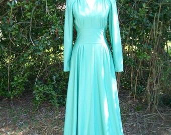 ON SALE 70s Soft Green Maxi Dress size Small Medium Tall