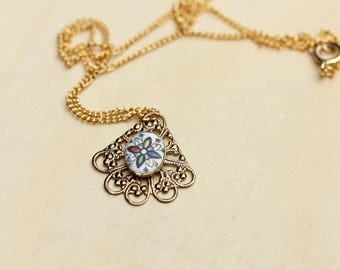 Filigree Fan Necklace, Flower Necklace, Cabochon Necklace, Fan Necklace, Filigree Necklace, Gold Charm Necklace, Gold Pendant, Chain