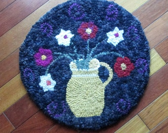 Round Posies in Yellow Ware Primitive Rug Hooking Kit with cut wool strips