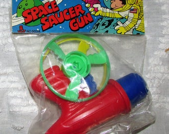 Fun Vintage Toy SPACE Flying Saucer Gun TOY Made In Hong Kong Mint in Package