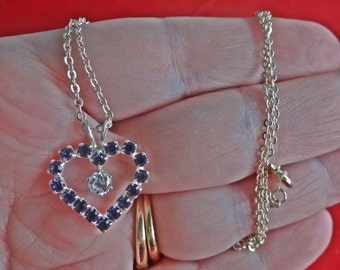 "Vintage art deco style 18"" silver tone necklace with sparkly purple rhinestone heart 1"" pendant  in great condition, appears unworn"