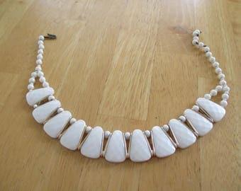 Vintage costume jewelry  / plastic  necklace