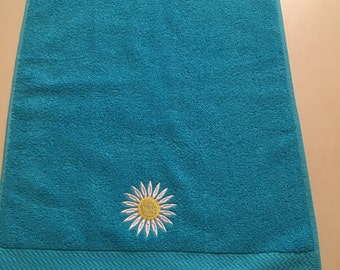 Embroidered Hand Towel/Daisy