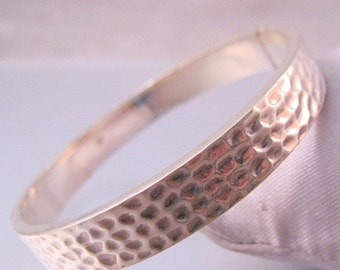 SALE Ends 1/17 Vintage Sterling Silver Hand Hammered Hinged Bangle Bracelet Jewelry Jewellery