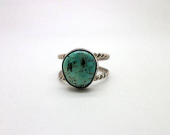 Vintage Ring Turquoise and Silver Double Twist Shank Southwest Indian Style